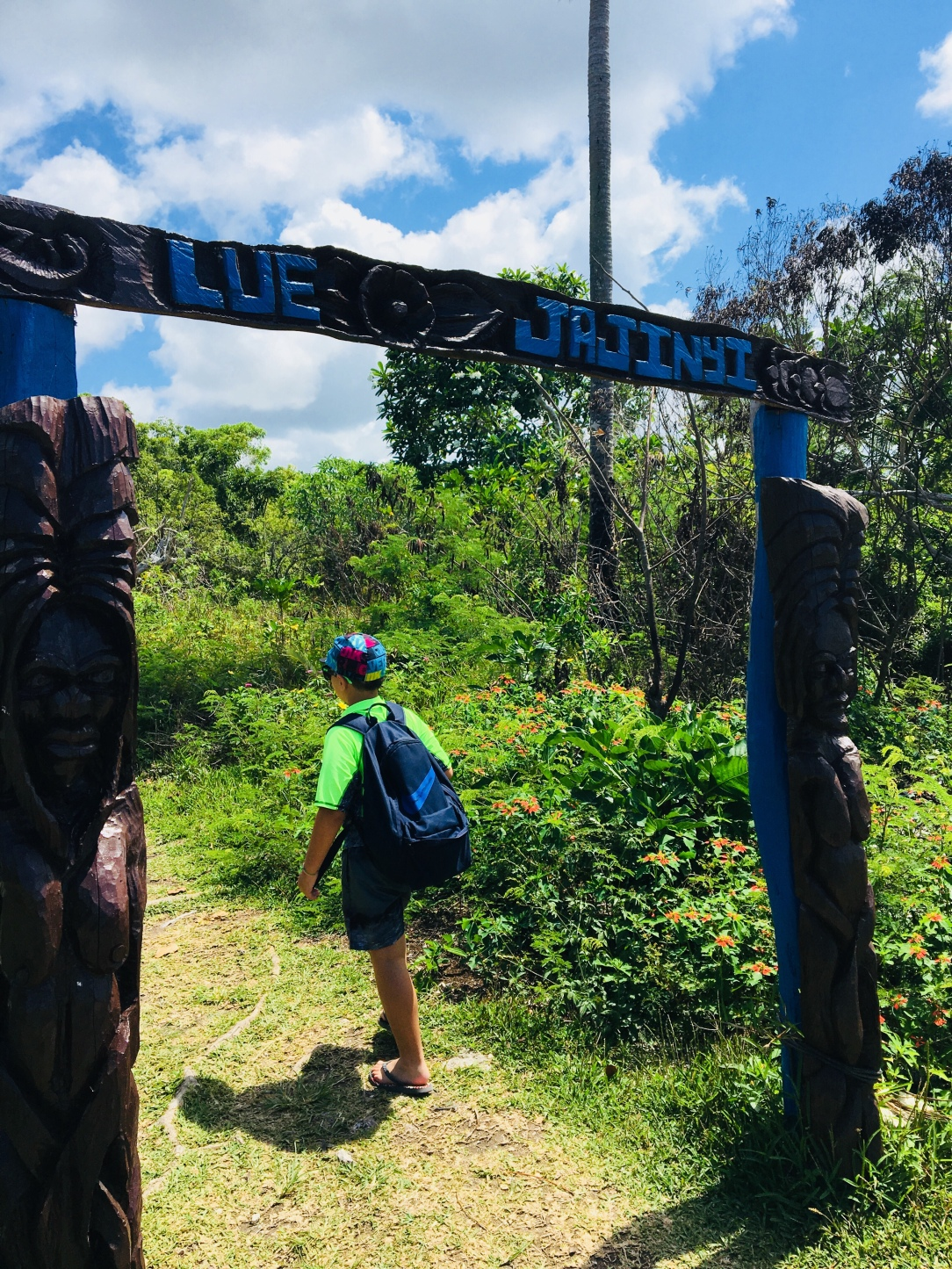 Walking to Lifou cave